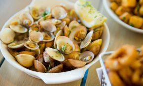 Bị nổi mề đay khi ăn hải sản là tình trạng hay gặp
