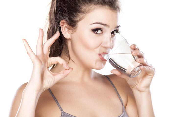Người bệnh nên cung cấp đầy đủ nước cho cơ thể