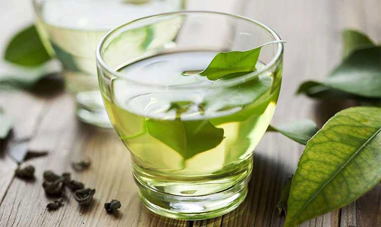 Uống nước lá khế giúp hỗ trợ điều trị bệnh mề đay hiệu quả