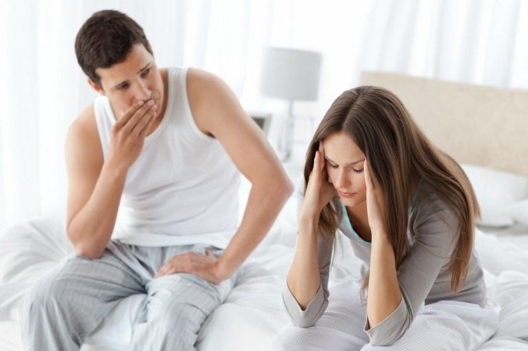 Khi bị yếu sinh lí, nam giới sẽ cảm thấy chán nản, không vui