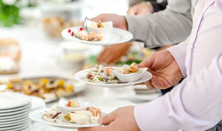 Dị ứng thức ăn là phản ứng thái quá của hệ miễn dịch với một loại thực phẩm