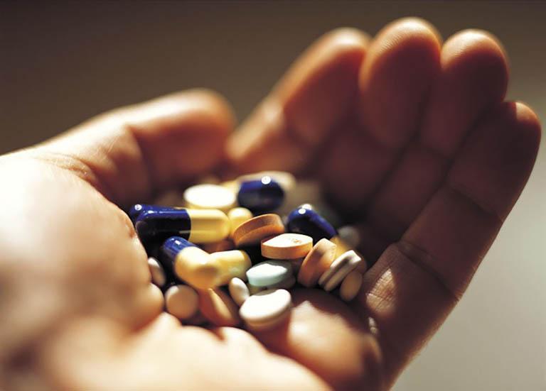 Dùng thuốc cải thiện triệu chứng và cấp cứu ở mức độ nặng