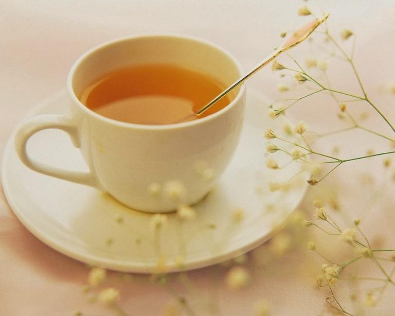 Dùng mật ong pha nước uống hàng ngày