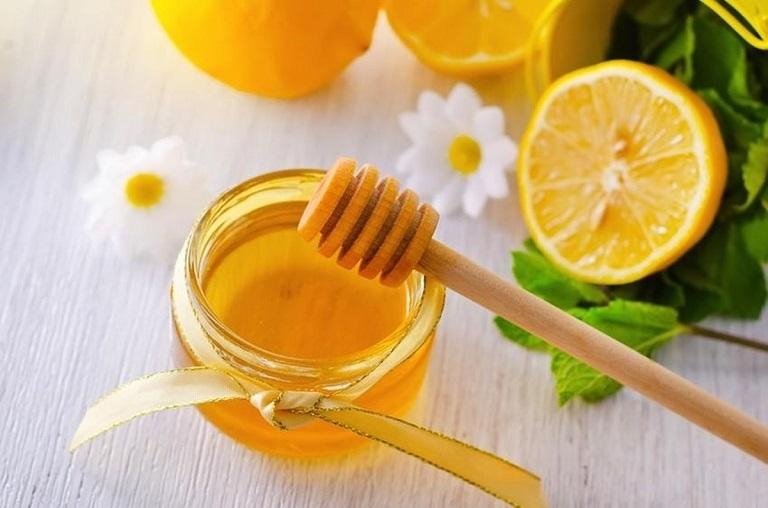 Mật ong kết hợp với chanh tươi giúp tăng cường hiệu quả điều trị bệnh