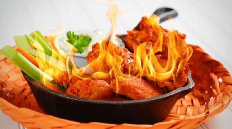 Nổi mề đay do dị ứng thời tiết nên kiêng thực phẩm cay nóng để bệnh không tiến triển nặng hơn