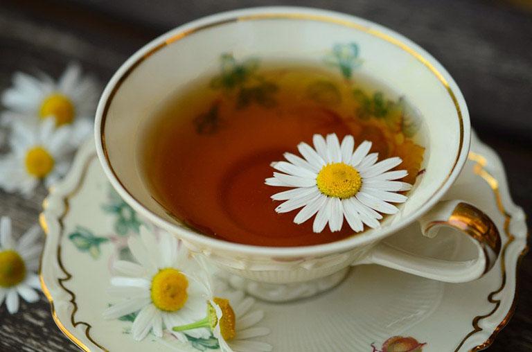 Mẹo chữa mề đay tại nhà bằng trà thảo dược