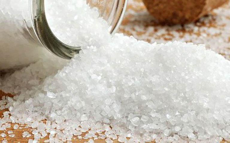 Không lạm dụng các mẹo dùng muối trị mề đay khi bệnh nặng