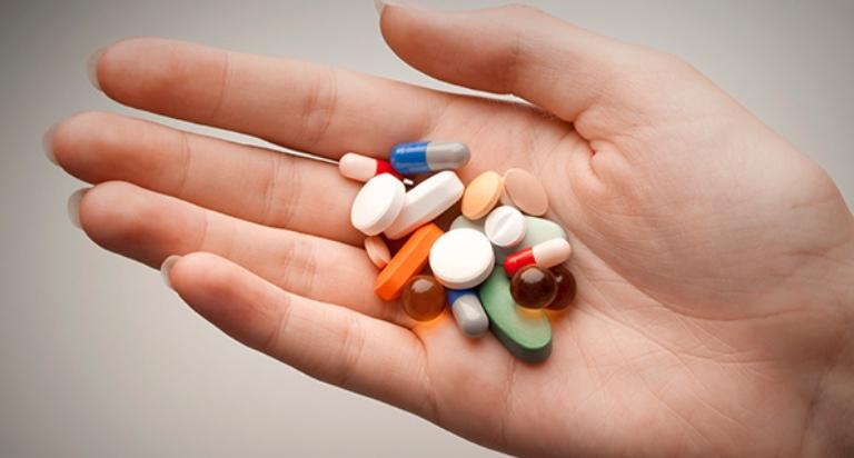 Uống thuốc dị ứng theo chỉ định của bác sĩ