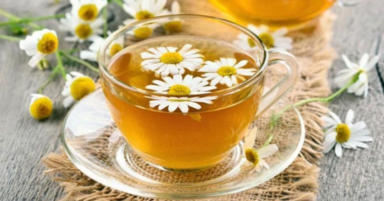 Uống trà thảo mộc giúp thanh nhiệt giải độc