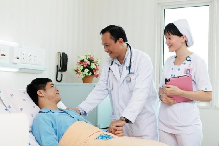Thăm khám bác sĩ khi bị bệnh nặng