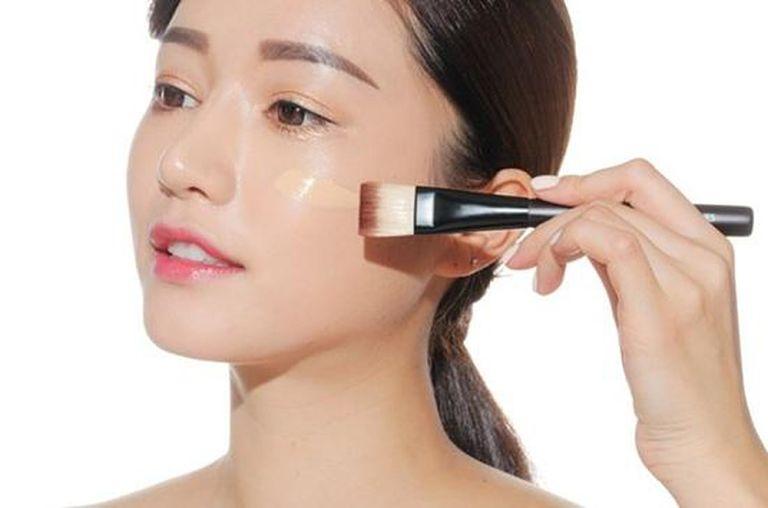 Lạm dụng sản phẩm chăm sóc da là nguyên nhân gây ra dị ứng mỹ phẩm thường gặp