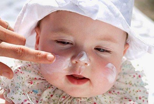 Trẻ sơ sinh bị viêm da cơ địa nên bôi thuốc nào tốt?