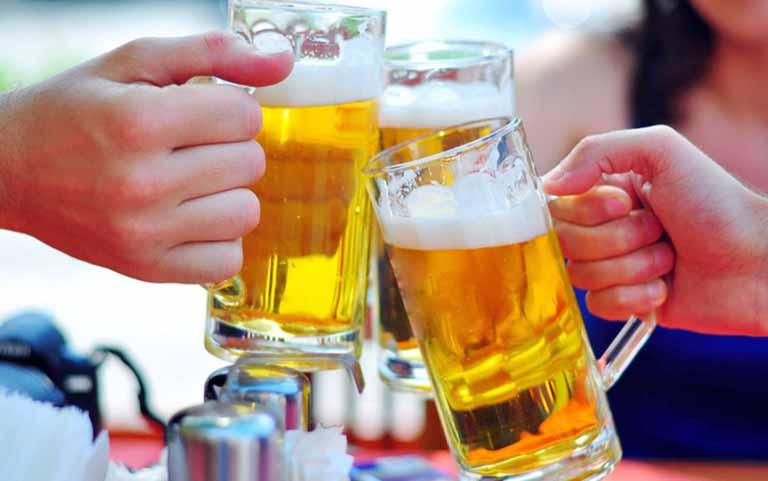 Hạn chế sử dụng rượu bia để ngăn ngừa yếu sinh lý ở nam giới