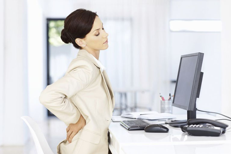 Đau lưng ngày càng trẻ hóa do ngồi và vận động sai tư thế