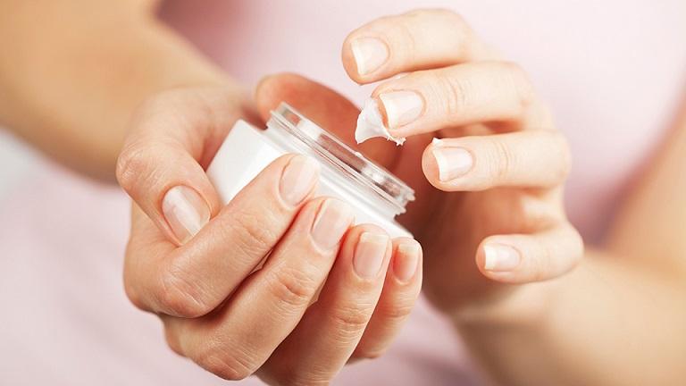Xà phòng, hóa chất rất dễ gây chàm eczema