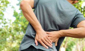 Các cơn đau dữ dội vùng thắt lưng là biểu hiện đặc trưng