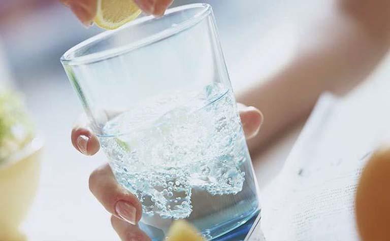 Bổ sung nước đầy đủ cho cơ thể sẽ giúp chức năng thanh lọc, đào thải của thận tốt hơn
