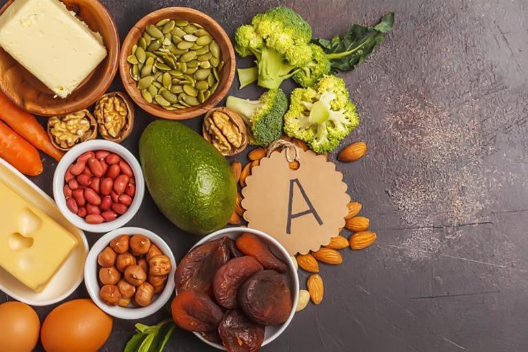 Vitamin A có công dụng kháng viêm, bảo vệ, tái tạo làn da và điều trị bệnh hắc lào ăn vào máuhiệu quả
