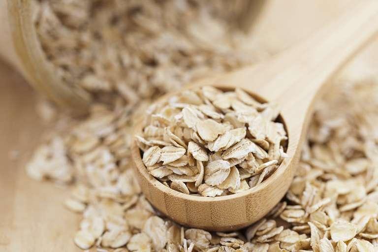 Kết hợp dầu dừa và bột yến mạch để chữa bệnh chàm cho bé