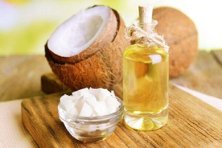 Dầu dừa có tác dụng hỗ trợ trị nấm da đầu an toàn, không tác dụng phụ