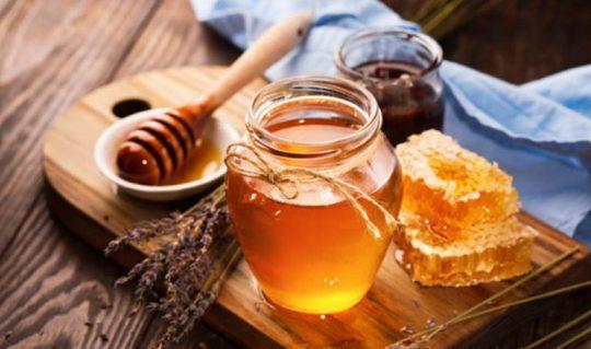 Cách trị viêm da tiết bã bằng mật ong là phương pháp thông dụng