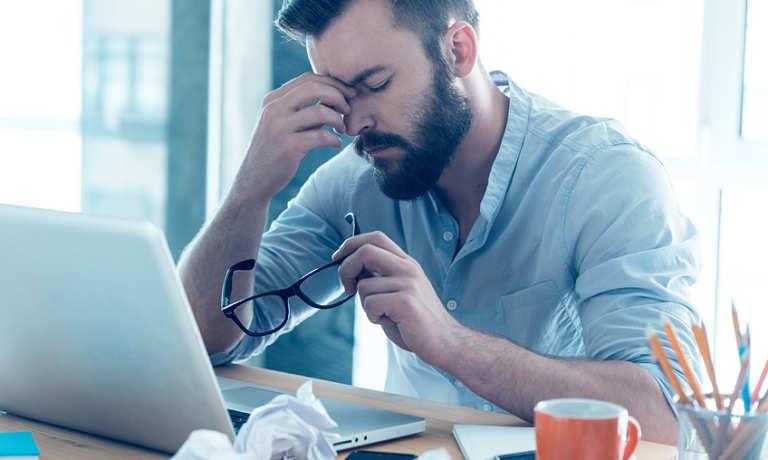 Mệt mỏi và căng thẳng trong công việc là nguyên nhân gây ra bệnh chàm bìu