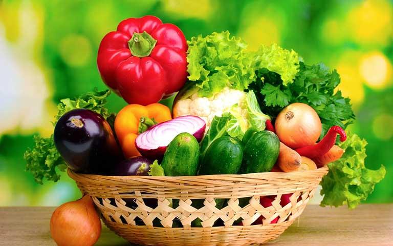 Người bị nấm da đầu nên ăn nhiều rau xanh, hoa quả để sức khỏe tốt hơn