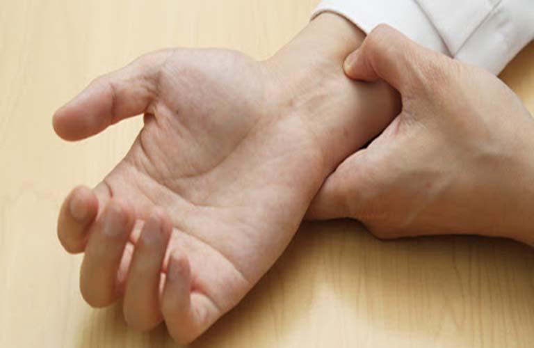 Bấm huyệt nội quan chữa rối loạn cương dương hiệu quả