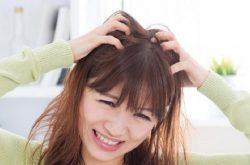 Da đầu bị đỏ ngứa là biểu hiện bệnh gì