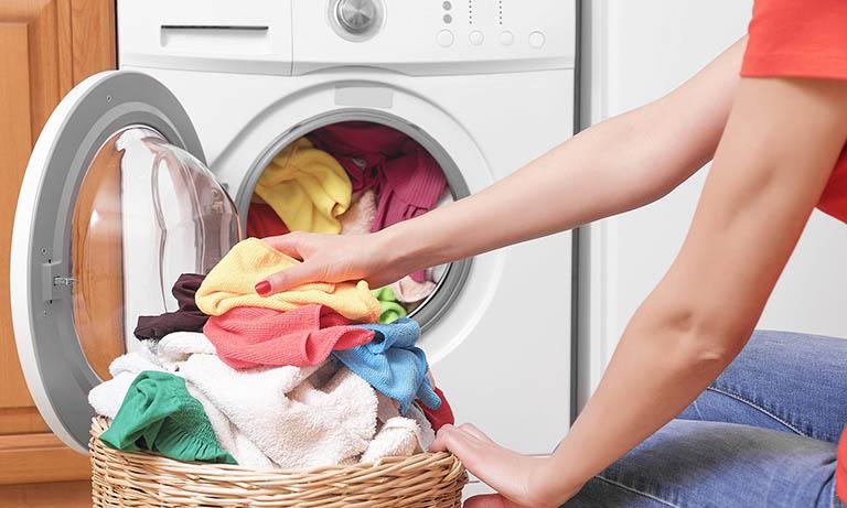 Người bệnh cần mặc quần áo khô ráo, sạch sẽ và không có nấm mốc