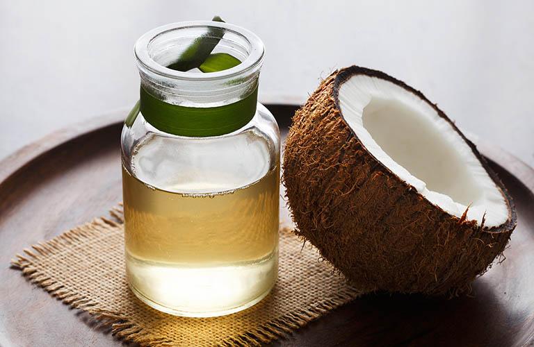 Dùng dầu dừa trị hắc lào ngoài da