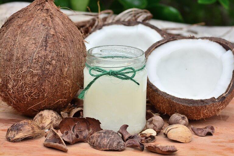 Mẹo dân gian sử dụng dầu dừa để chữa hắc lào