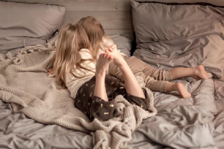 Giữ vệ sinh khu vực vui chơi và nghỉ ngơi của trẻ