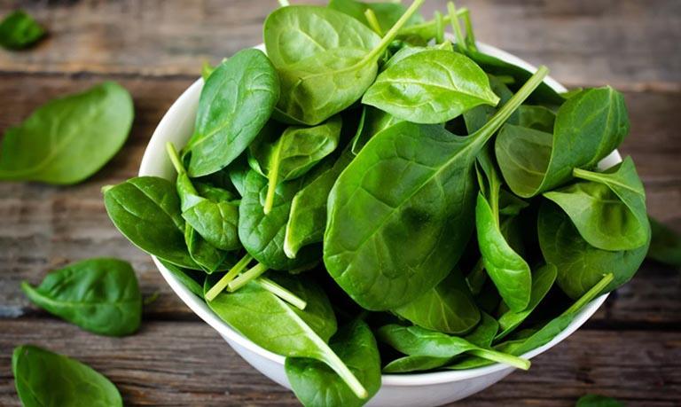 Hàm lượng folate trong cải bó xôi giúp tăng cường lưu thông máu tới dương vật