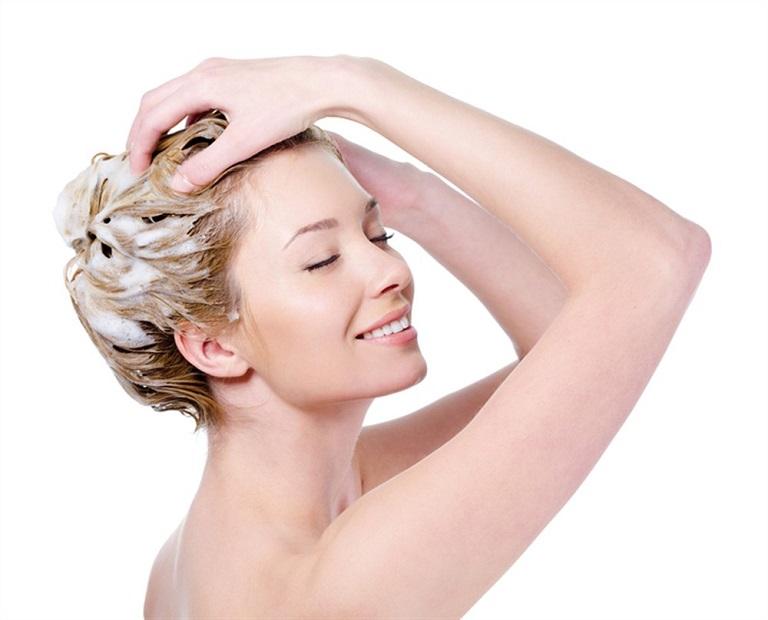 Nhuộm tóc, chăm sóc tóc cần dùng sản phẩm tự nhiên để không làm ảnh hưởng đến da đầu