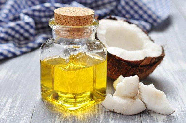 Dùng dầu để chữa trị nấm da đầu ở trẻ rất an toàn, lại dễ làm