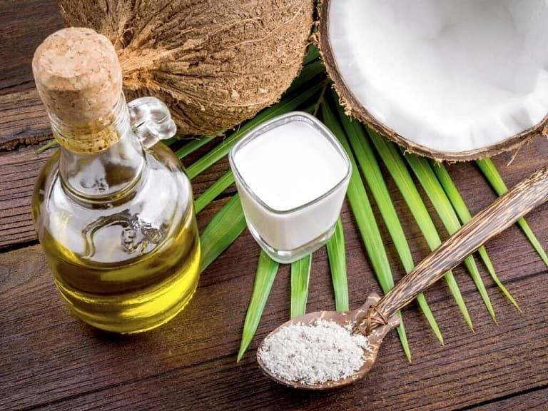 Dùng tinh dầu dừa giúp cải thiện tình trạng nấm rất tốt