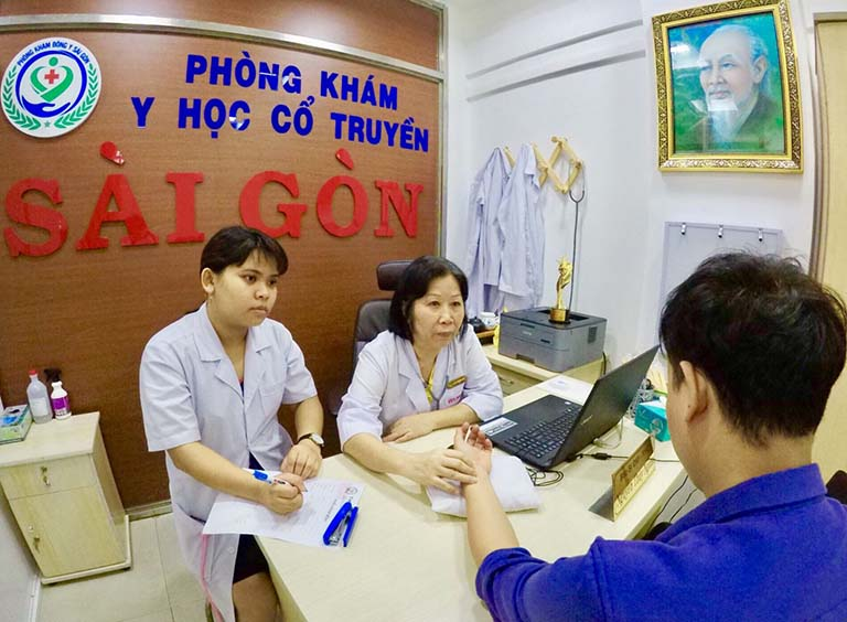 Người bệnh điều trị nấm đầu bằng phương pháp YHCT có thể đến Phòng khám YHCT Sài Gòn