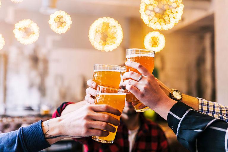 Lạm dụng rượu bia là một nguyên nhân khiến bạn mắc bệnh thận yếu