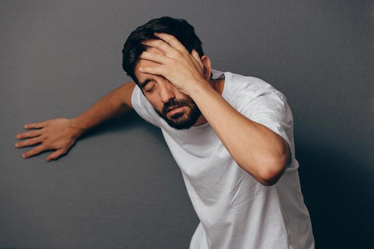 Người bệnh dễ bị buồn nôn, chóng mặt