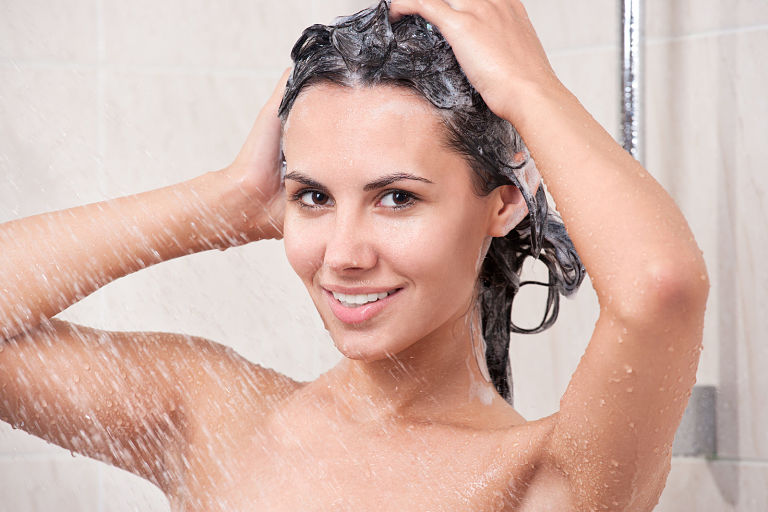 Giữ gìn vệ sinh sạch sẽ, tắm gội thường xuyên trong suốt quá trình trị bệnh