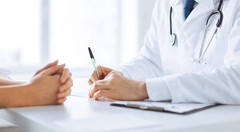 Bệnh nhân cần thăm khám kỹ lưỡng trước khi được quyết định tiêm