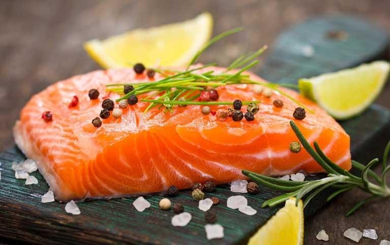 Cá hồi hỗ trợ trị chứng rối loạn cương dương