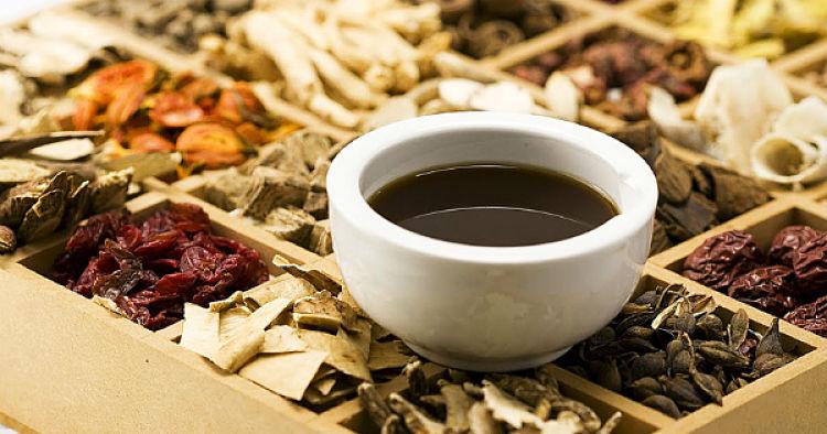 Thuốc Đông y sử dụng nhiều thảo dược quý không chỉ giúp trị bệnh mà còn tốt cho sức khỏe