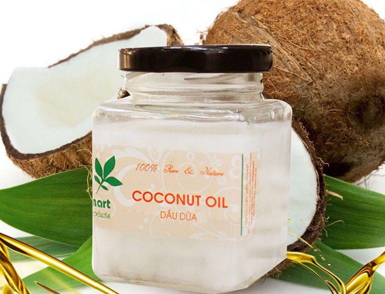 Dùng tinh dầu dừa bôi cho bé có thể giúp giảm bệnh