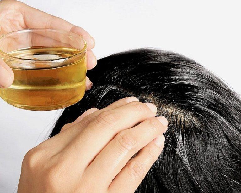 sử dụng dầu dừa giúp giảm tình trạng ngứa da đầu