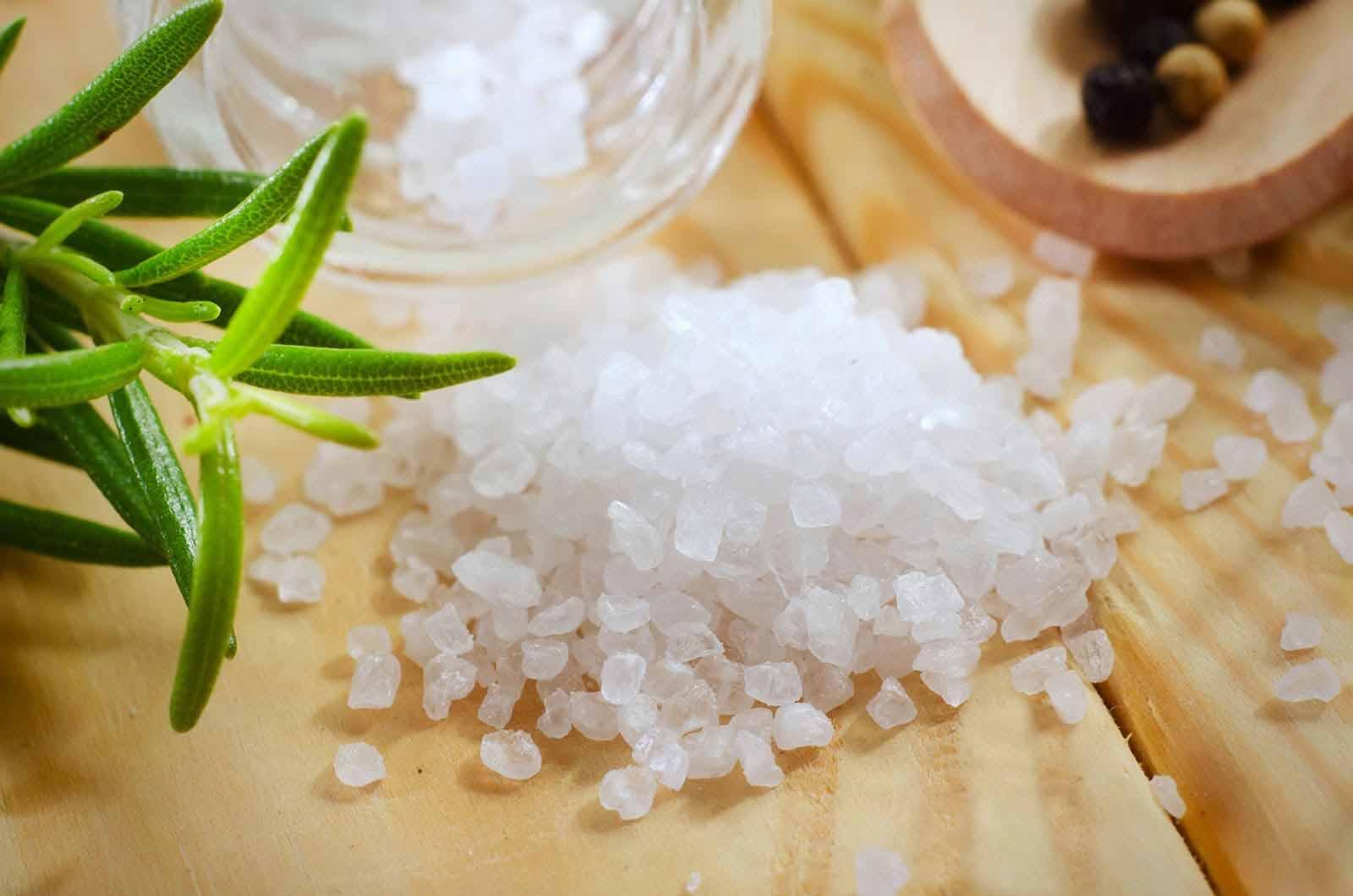 Giảm cơn ngứa hiệu quả nhờ nước muối pha loãng