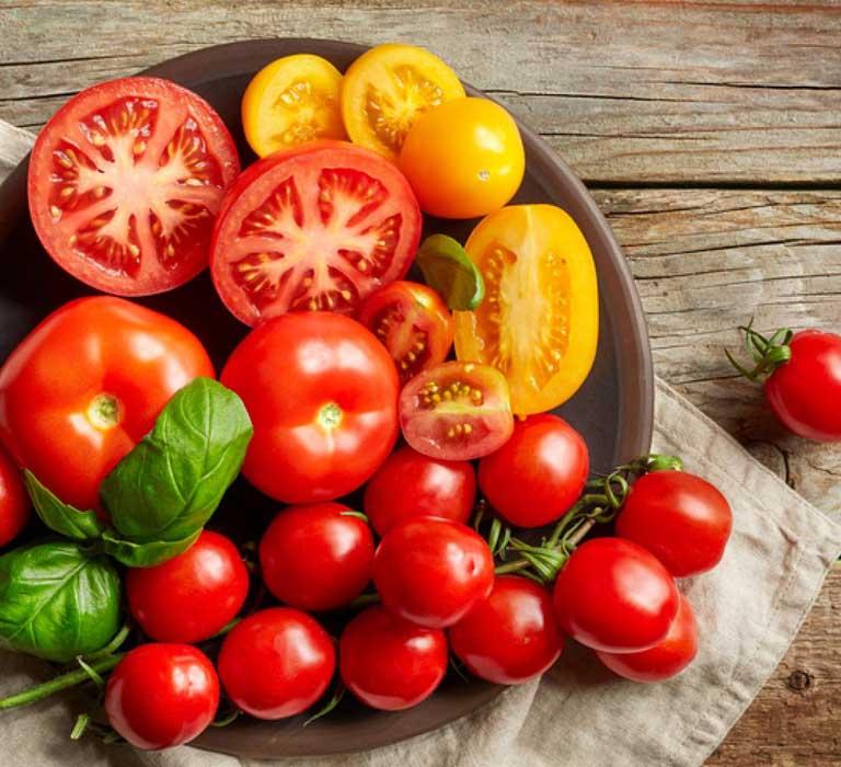 Cà chua gúp làm mờ vết chàm xanh ở trẻ sơ sinh