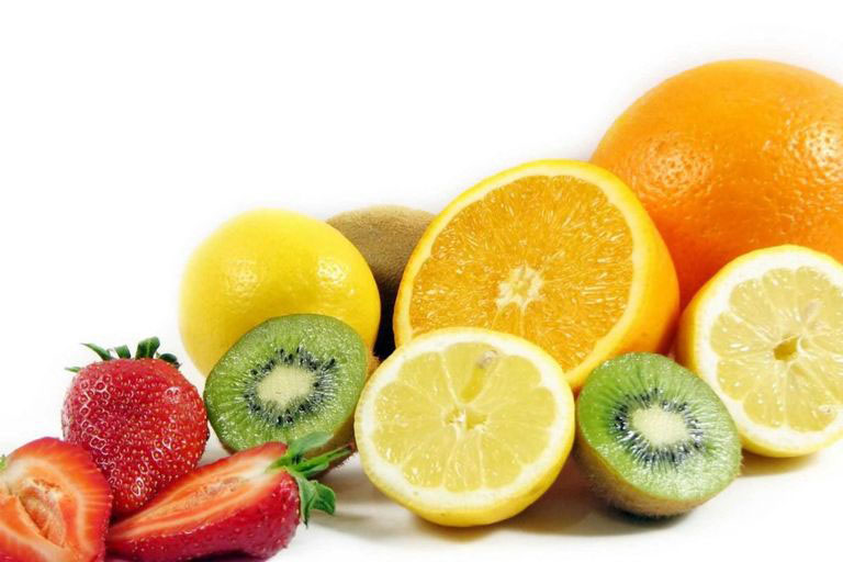 Bổ sung hoa quả giàu vitamin C vào chế độ dinh dưỡng trong quá trình điều trị
