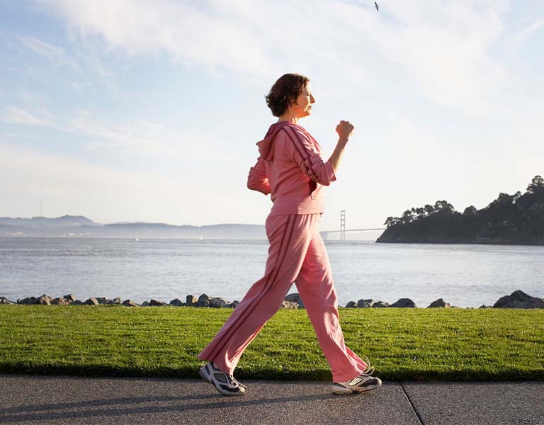Bài tập điều trị thoát vị đĩa đệm cột sống thắt lưng bằng đi bộ